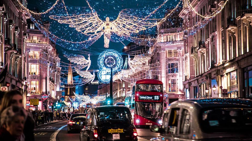 London Christmas Lights Taxi Tour